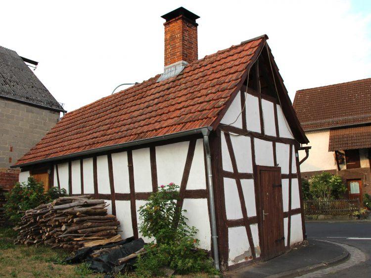 Denkmalgeschütztes Backhaus, Mittelgasse 1, Gonterskirchen,