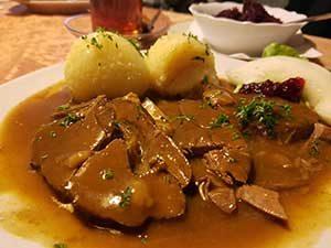 Wildschweinbraten im Gasthaus BilsteinRestaurant bei Ferienhaus Naturliebe in Laubach Gonterskirchen bei Schotten im Vogelsberg, Hessen, Deutschland