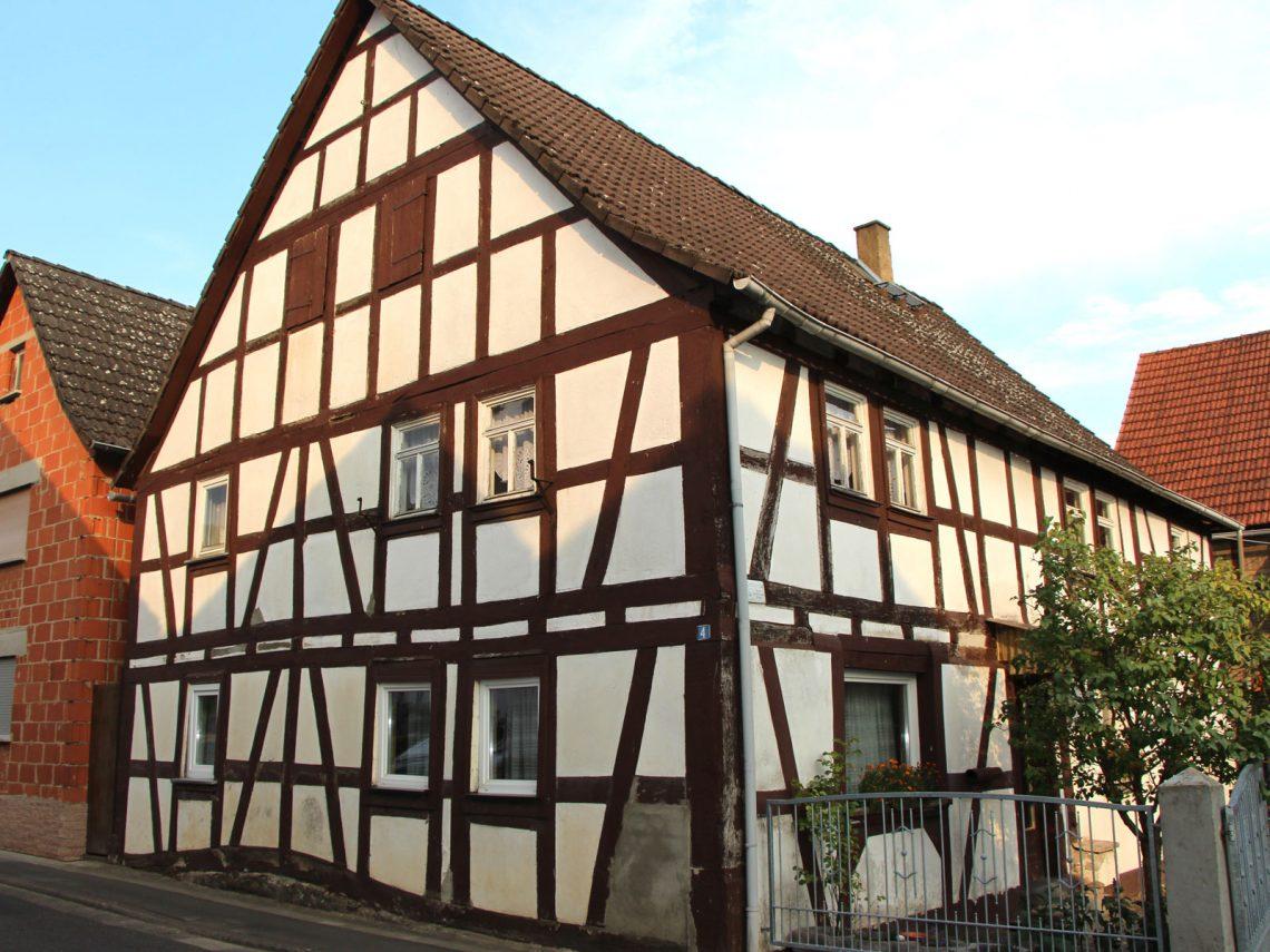 Denkmalgeschütztes Fachwekhaus Friedbergerstraße 4, Gonterskirchen, Kulturdenkmäler Laubach