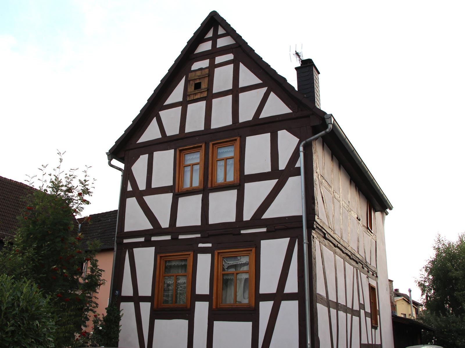 Denkmalgeschütztes Fachwerkhaus, Hauptstraße 21, Gonterskirchen, Kulturdenkmäler Laubach