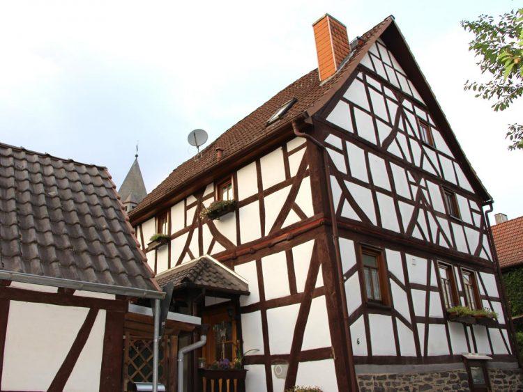 Denkmalgeschütztes Fachwerkhaus, Zum Sportplatz 6, Gonterskirchen, Kulturdenkmäler Laubach