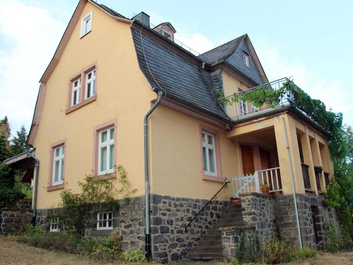 Neues Pfarrhaus, Pfarrstrasse 15, Gonterskirchen, Kulturdenkmäler Laubach, Denkmalschutz,
