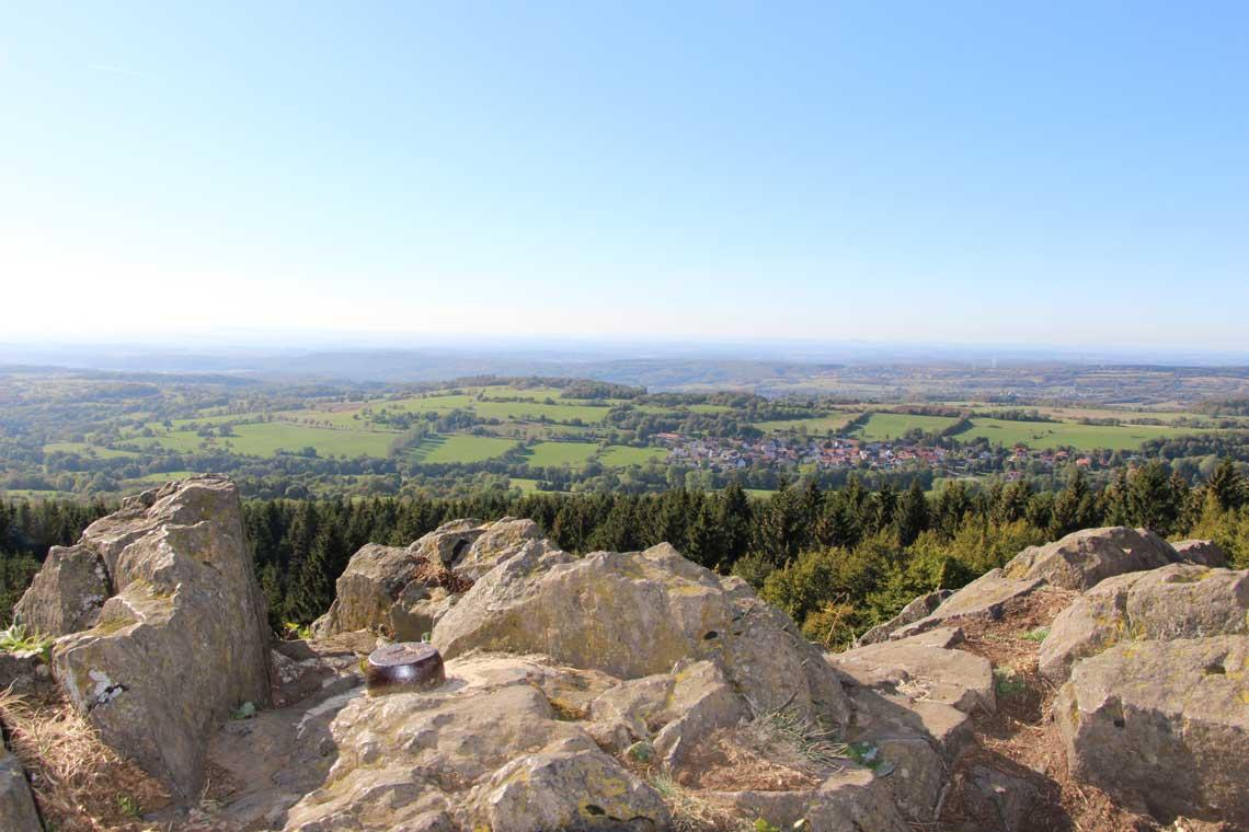 Ausblick vom Bilstein bei Gipfeltour Schotten