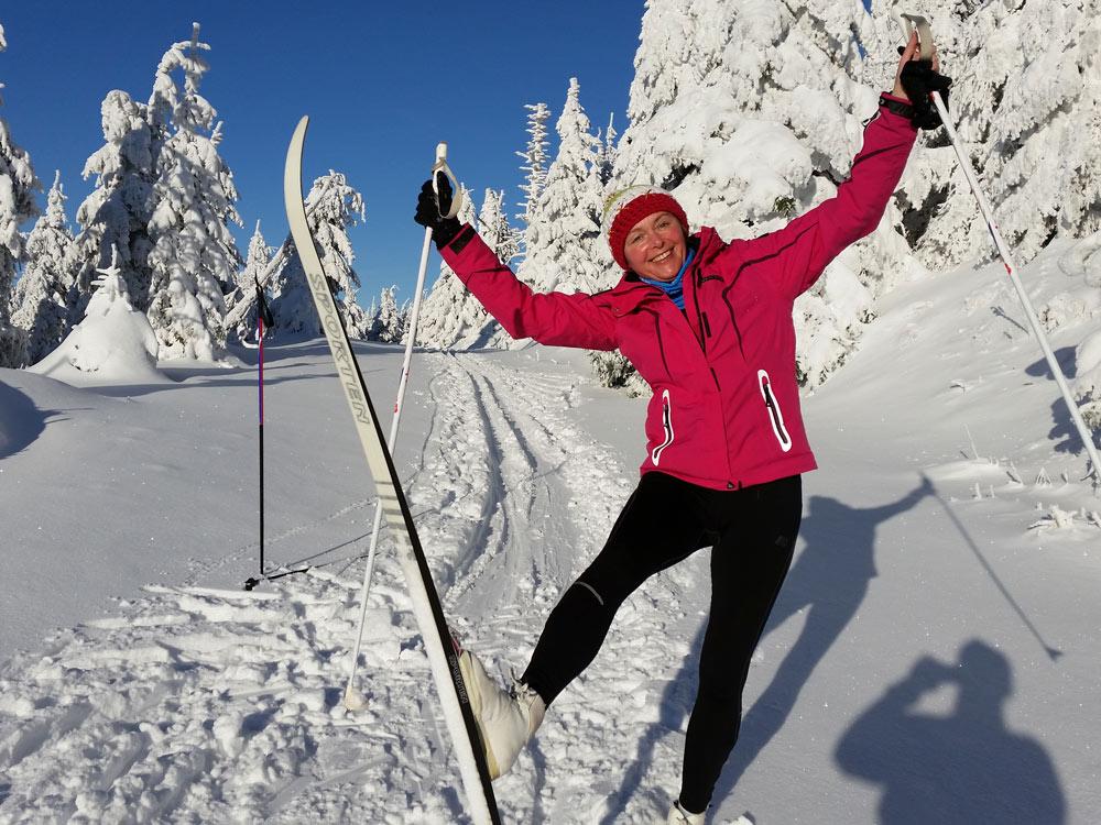 Skilanglauf auf Hoherdorskopf Skigebiet, Ski, Schnee, Skifahren in Vogelsberg, Hessen Deutschland